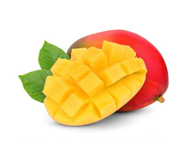 mango-rosu-intreg-langa-care-este-o-alta-jumatate-de-mango-taiata