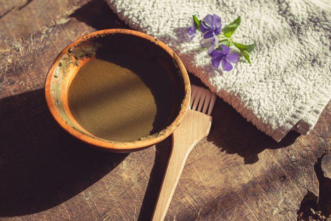 bol-cu-henna-ca-alternativa-vegetala-la-vopsirea-parului-in-sarcina