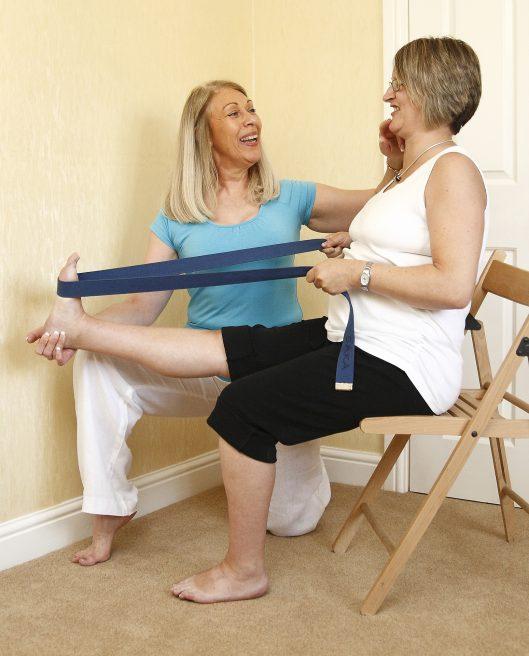 Femeie petse 40 de ani care face exerciții