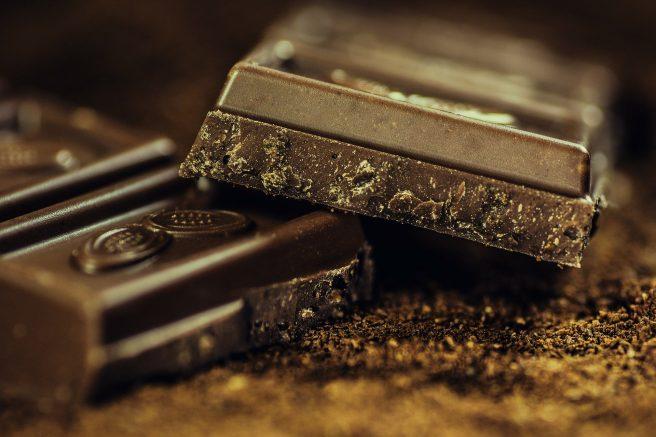 Bucăți de ciocolata neagra