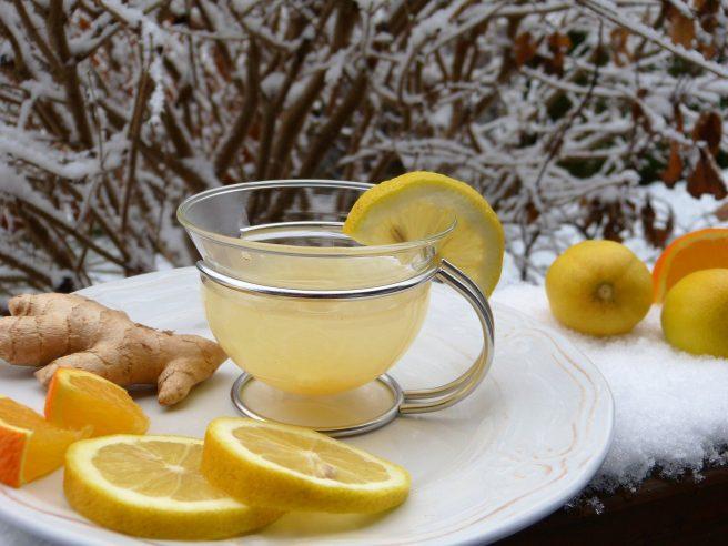 Ceai de ghimbir și lămâie iarna
