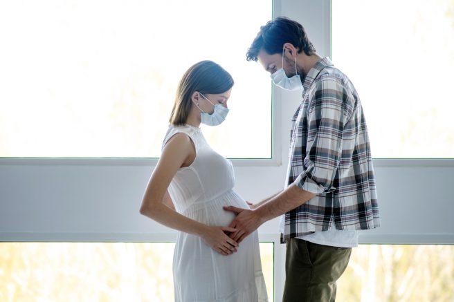 regulile-impuse-de-maternități-în-pandemie-privind-participarea-tatălui-la-naștere