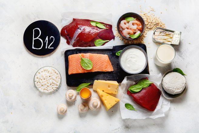 masa-alba-plina-cu-alimente-ce-contin-vitamina-b12-pentru-alimentatie-in-sarcina