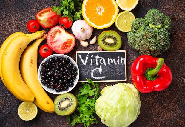 vitamina-c-in-sarcina-si-o-masa-plina-cu-fructe-si-legume-cu-vitamina-C