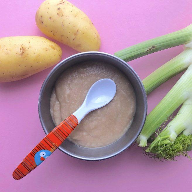 Un bol cu pastă de legume pentru bebeluși