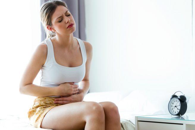 Femeie insarcinata care are dureri de burtă