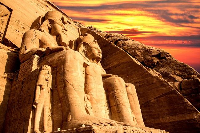 templu-din-egipt-la-apus-pentru-nume-regale
